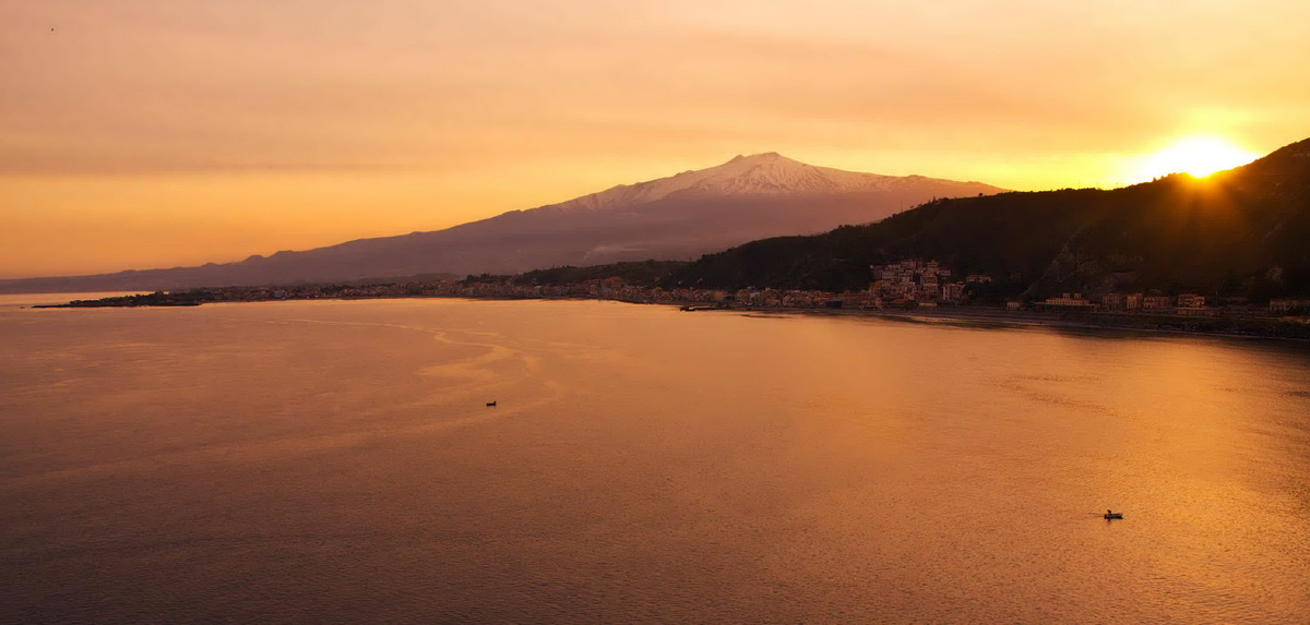 yacht-sunset-weekend-1200