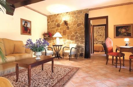 suite-de-luxe-livingroom-1920x1277